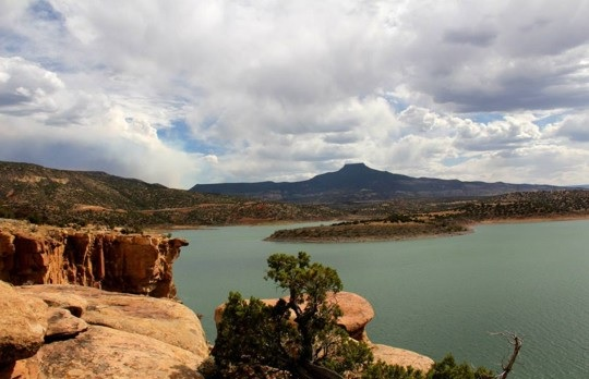 A view over a New Mexico lake